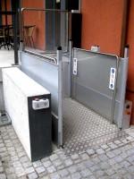 Hebelift :: Am oberen Halt mit Tür als Absturzsicherung