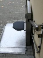 Plattformlift für Außen in Edelstahl :: Klappsitz in Edelstahl